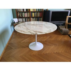 TULIP TABLE ROUND OR OVAL CALACATTA GOLD MARBLE
